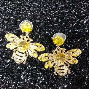 ✨Beeutiful little golden Bee earrings